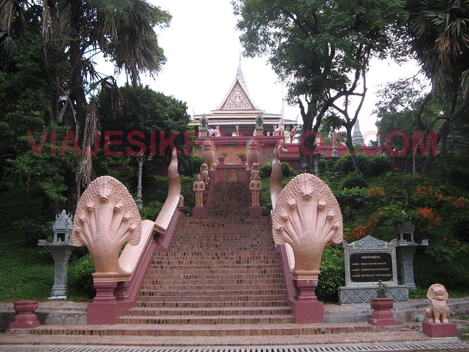 El Wat Phnom en Phnom Penh en Camboya.