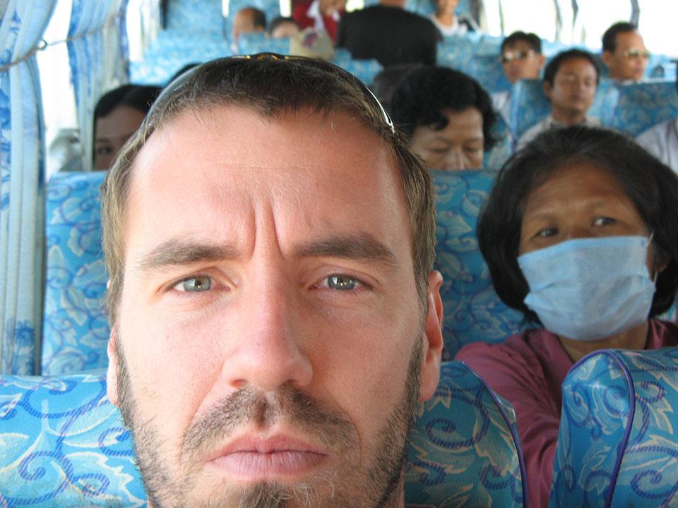 Autobús hacia Battambang desde Phnom Penh en Camboya.