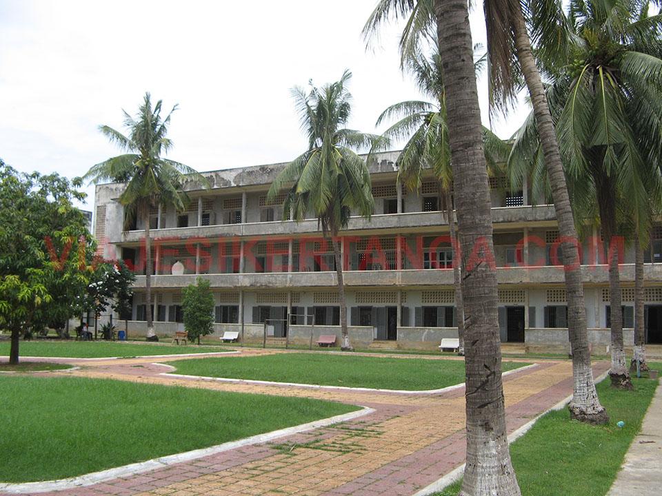 El recinto del Museo de Tuol Sleng en Phnom Penh, Camboya.