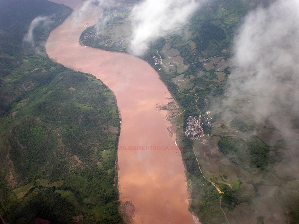 El río Mekong desde el aire a su paso por Laos.