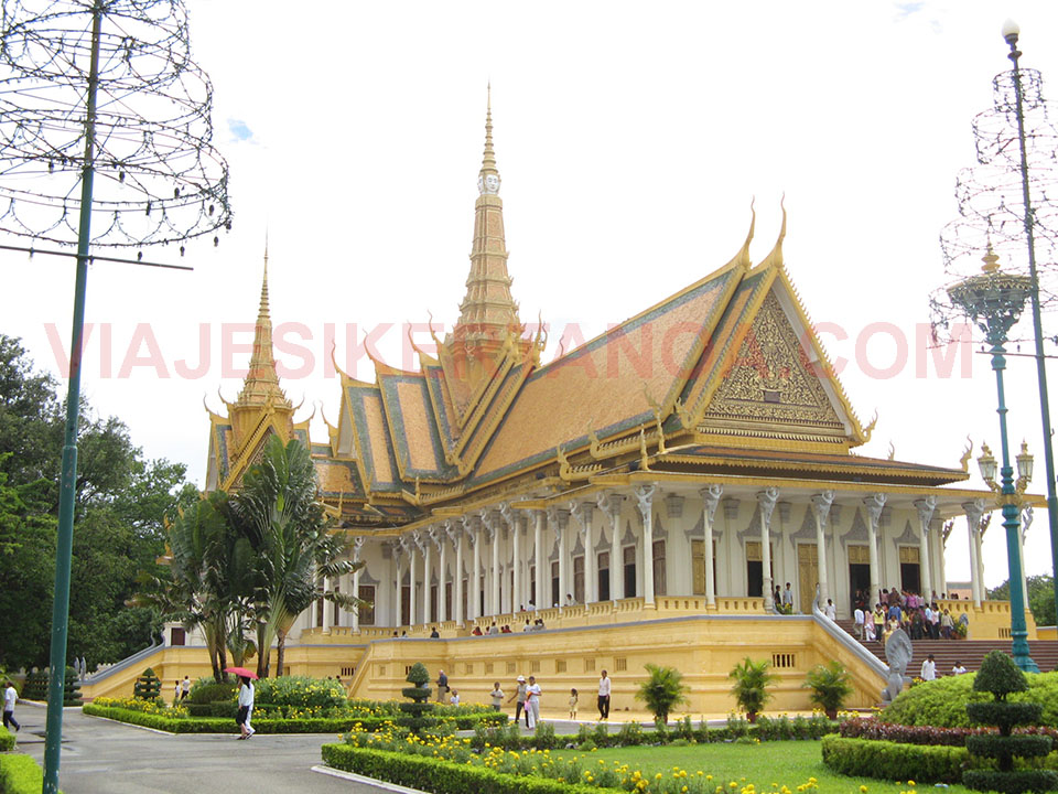 El salón del trono en el Palacio Real de Phnom Penh en Camboya.