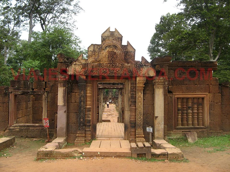 El templo de Banteay Srei a las afueras de las ruinas de Angkor en Siem Reap, Camboya.