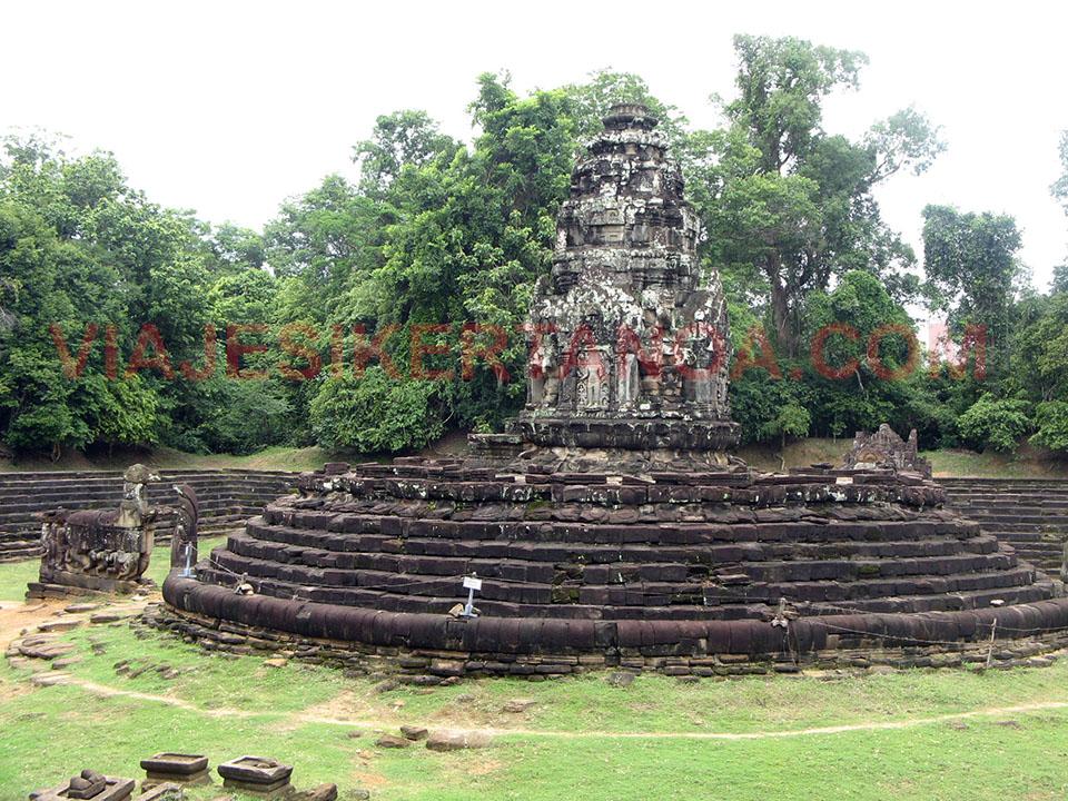 El templo Preah Neak Pean en las ruinas de Angkor en Siem Reap, Camboya.