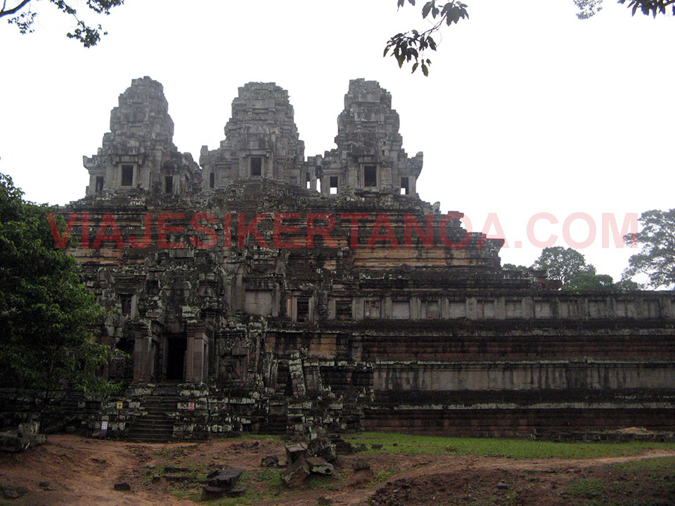 El templo Ta Keo en las ruinas de Angkor en Siem Reap, Camboya.
