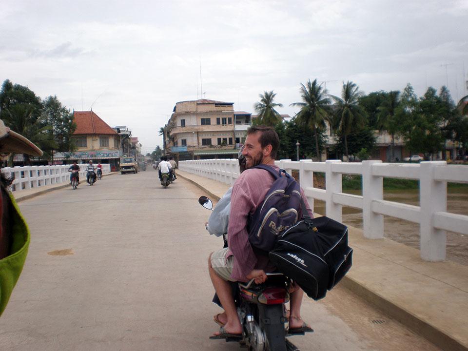 En motodop hasta el hotel de Battambang, Camboya.