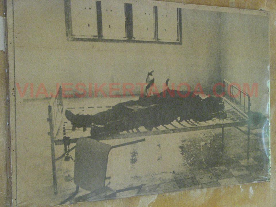 Foto en la que se aprecian las torturas cometidas en la prisiíon de Tuol Sleng en Phnom Penh, Camboya.