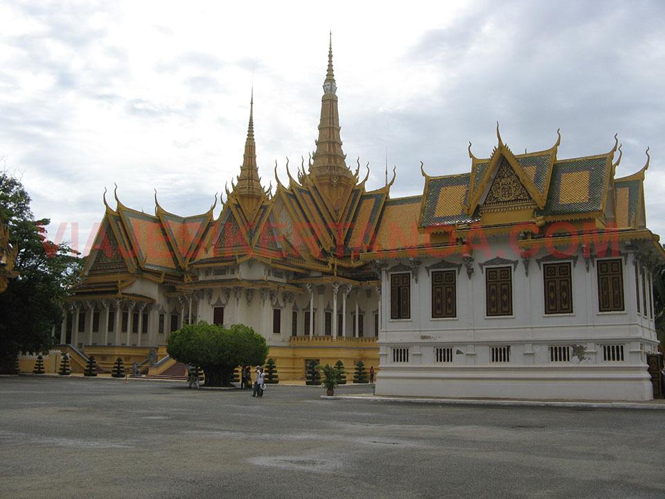 La parte trasera del salón del trono en el Palacio Real en Phnom Penh, Camboya.