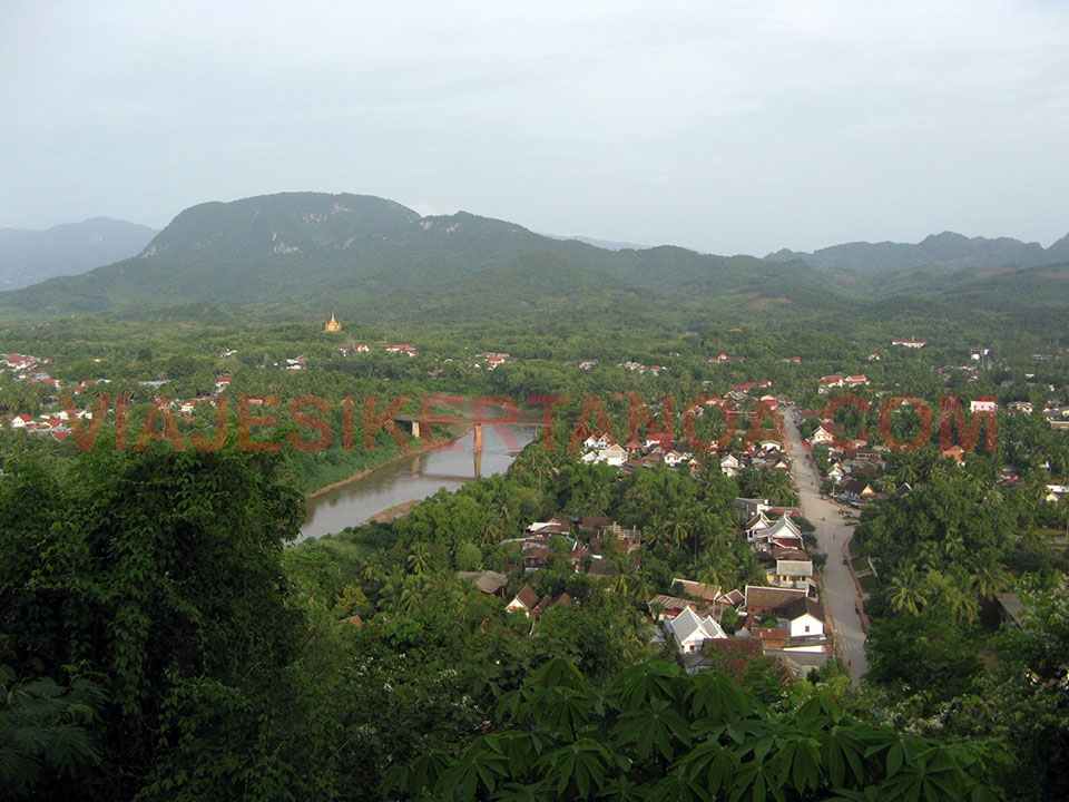 Los alrededores de Luang Prabang desde la colina Phu Si en Laos.