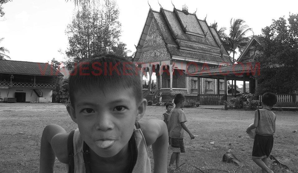 Niño en Vang Vieng, Laos.