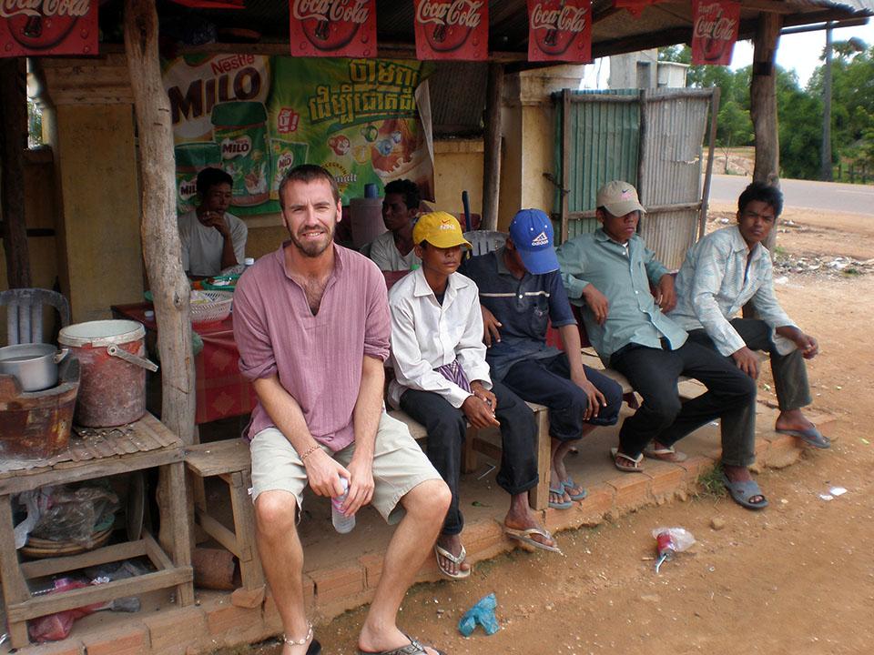 Parada en el trayecto de Phnon Penh hasta Battambang, Camboya.