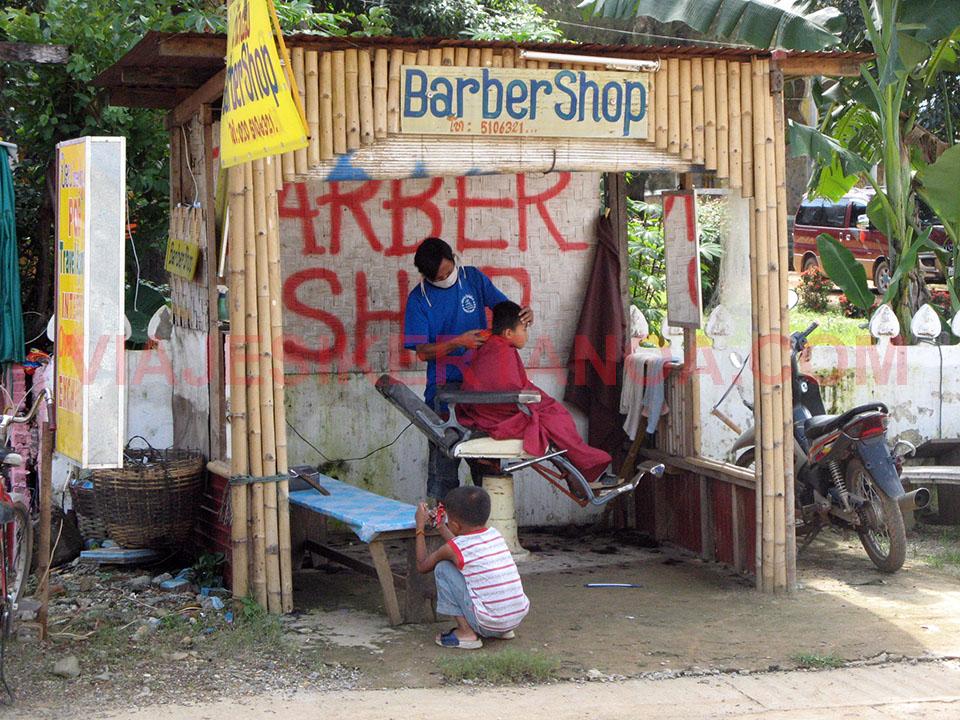 Peluquería en Vang Vieng, Laos.
