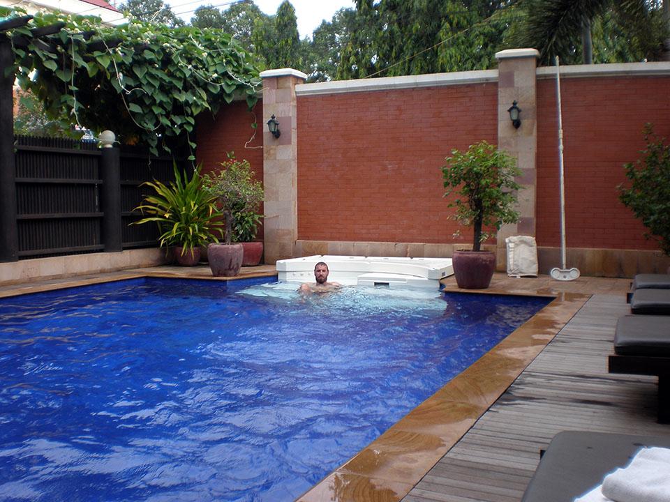 La piscina del hotel Royal Crown en Siem Reap, Camboya.