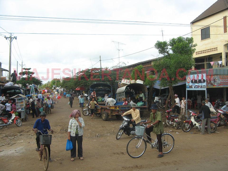Pueblo camino Kampong Thom en Camboya.
