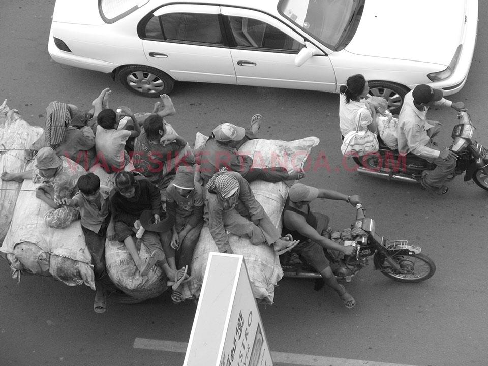 Transporte alternativo en Phnom Penh en Camboya.