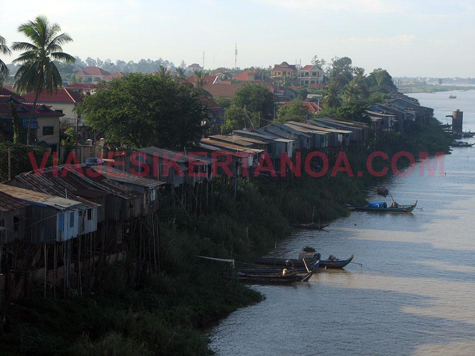 Viviendas sobre pilares para evitar las crecidas del río Mekong en Camboya.