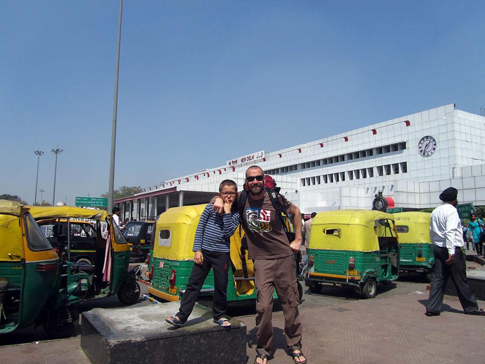 Estación de trenes de Paharganj en Nueva Delhi, India.