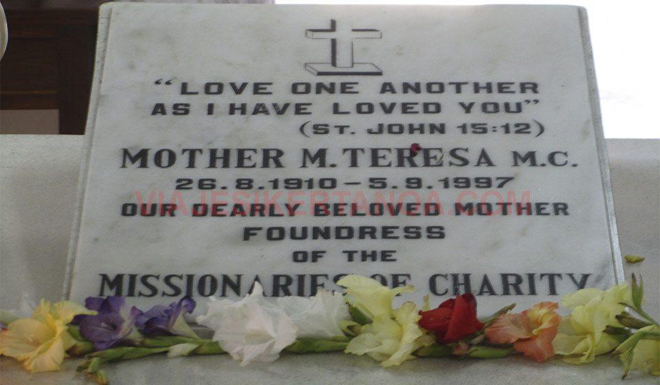 La tumba de la Madre Teresa de Calcuta en Calcuta, India