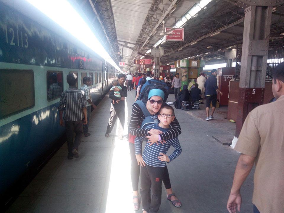 Tren de Nueva Delhi a Agra, India.