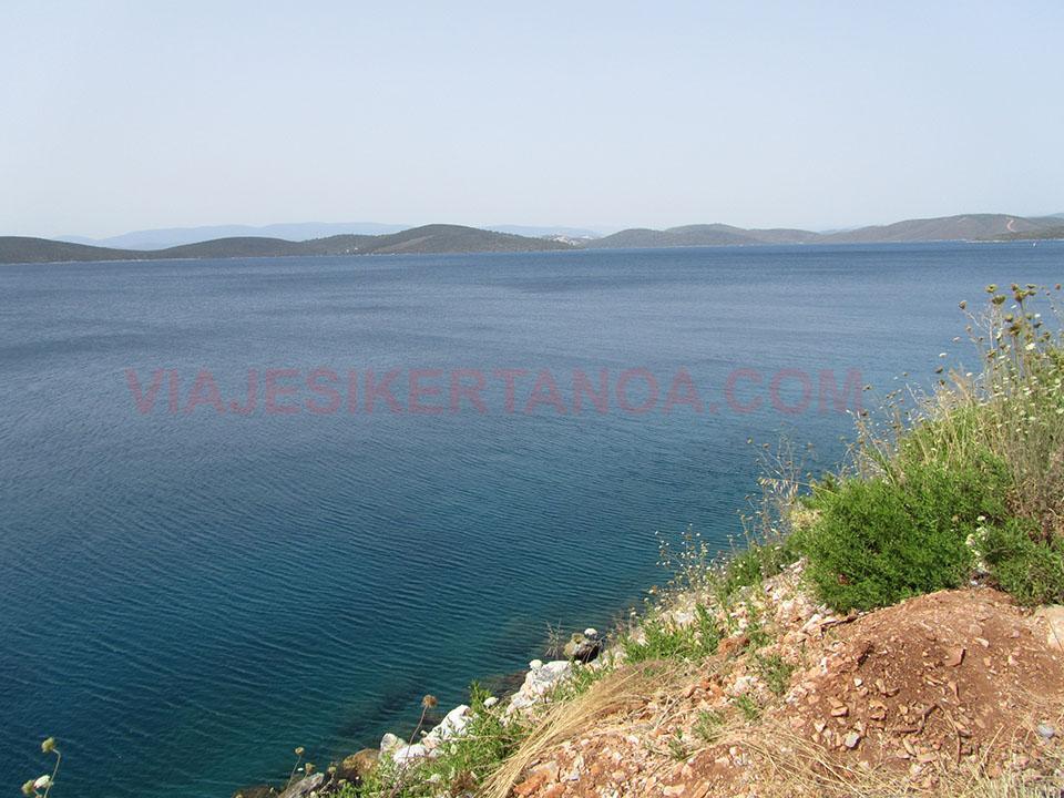 Agua cristalinas en la Peninsula de Bodrum, Turquía