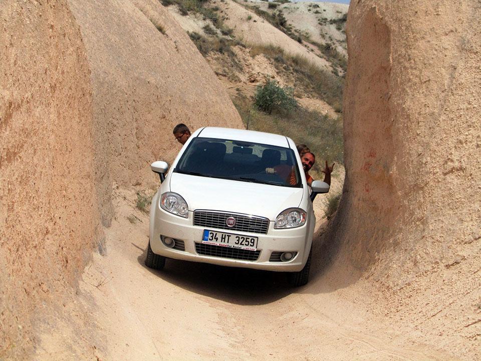 Atravesando caminos de cabras en la Capadocia, Turquía