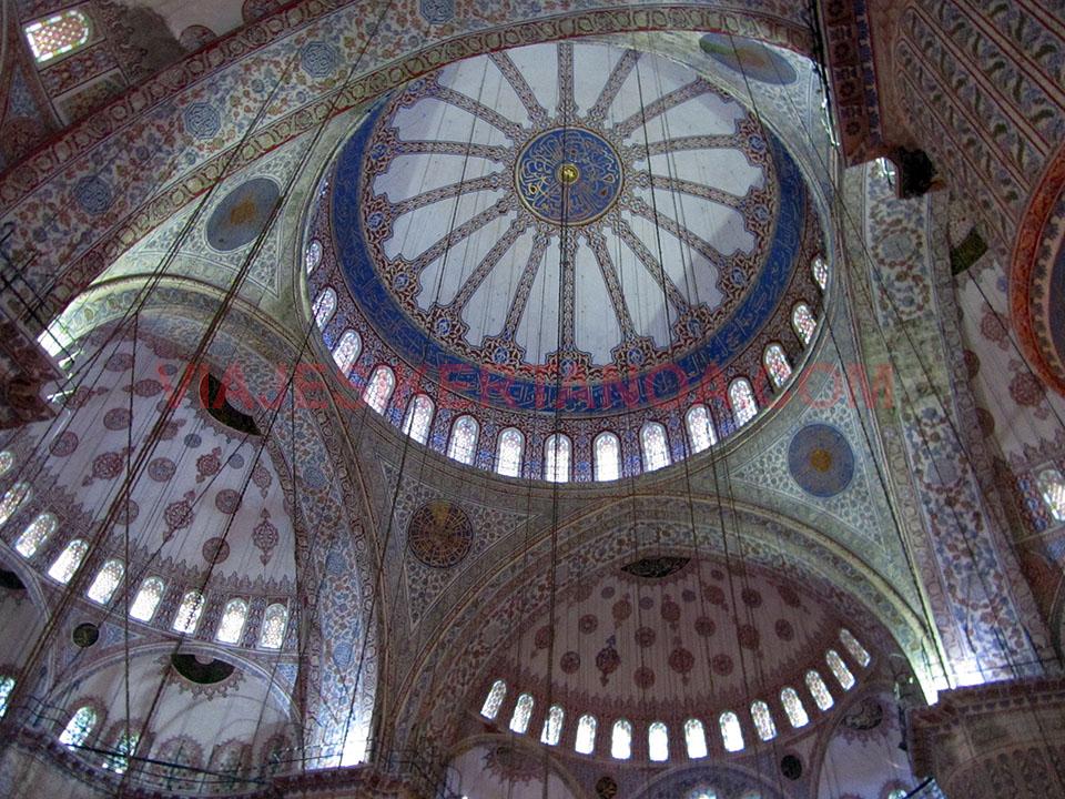 Bovedas de la Mezquita Azul en Estambul, Turquía