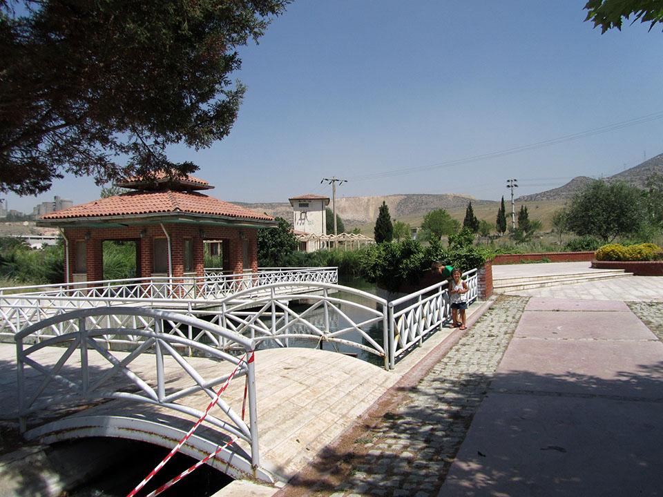 Entrada a la cueva de Kaklik en Turquía.