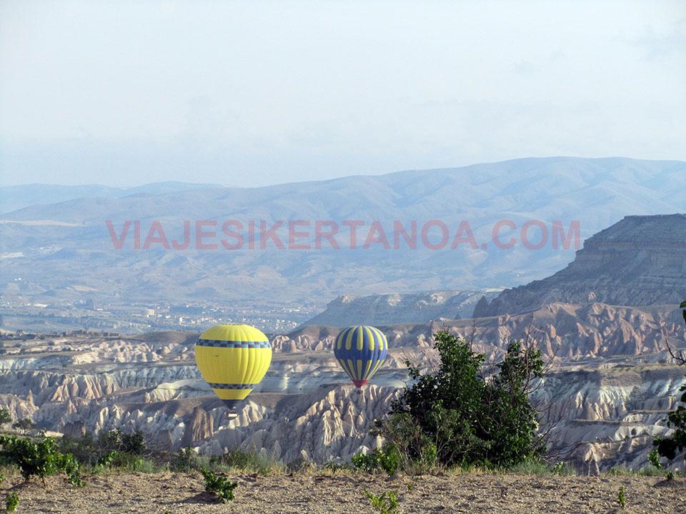 Globos surcando el cielo de la Capadocia en Turquía.