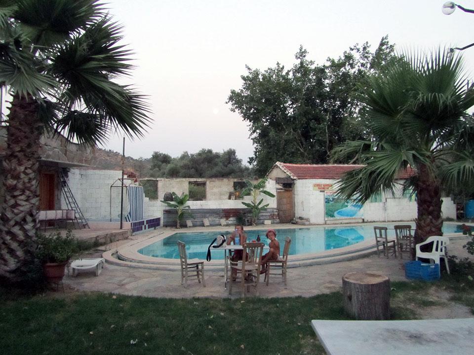 Hotel de carretera por Milas en Turquía.