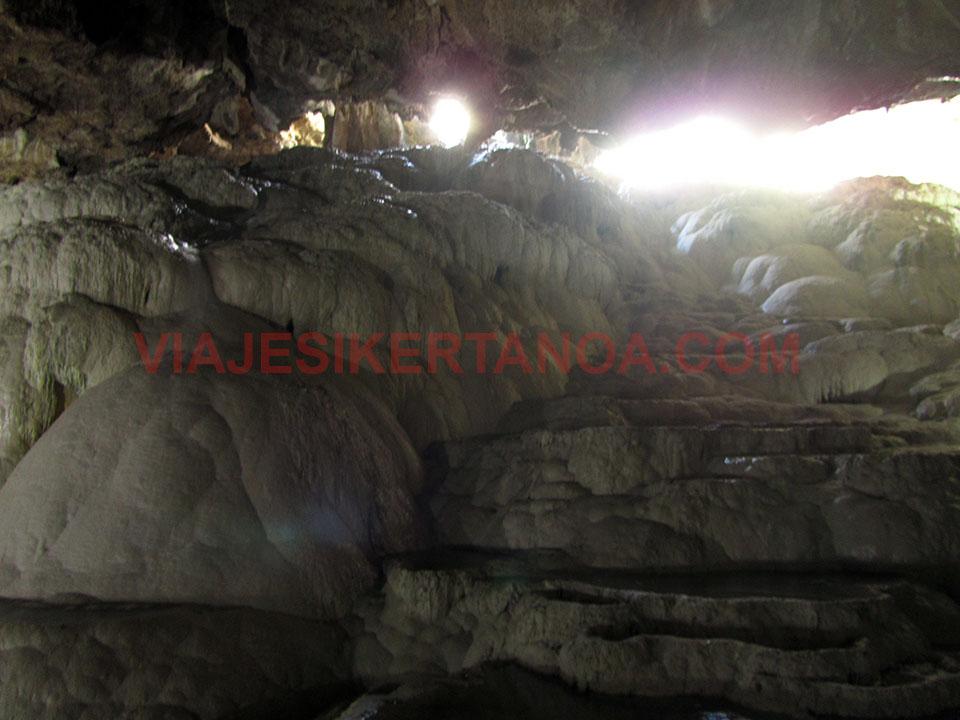 Interior de la cueva de Kaklik en Turquía.