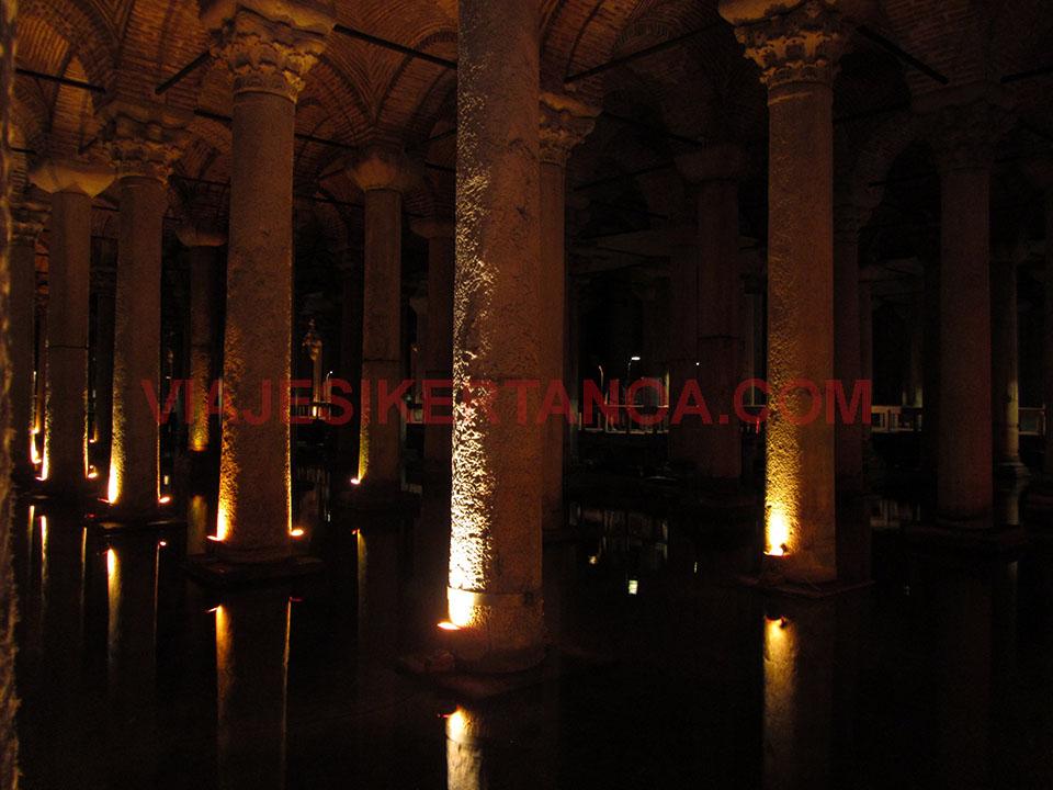 La Cisterna de la Basílica en Estambul, Turquía