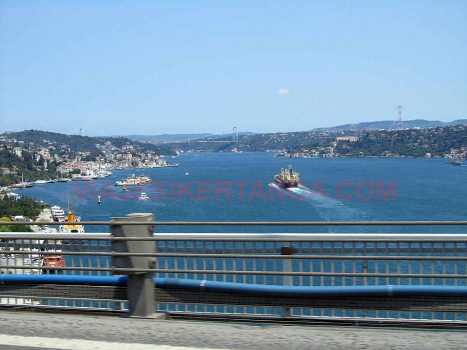 Las afueras de Estambul en coche
