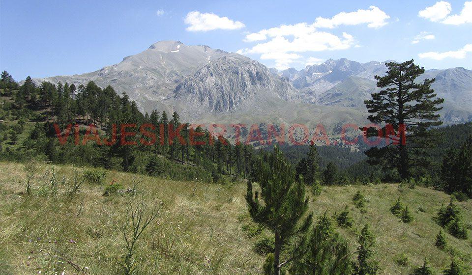 Montañas que rodean el lago Beysehir en Turquía.