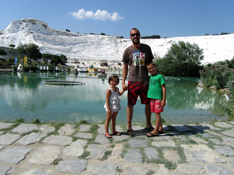 Parque que rodea la zona de las terrazas de Pamukkale en Turquía.