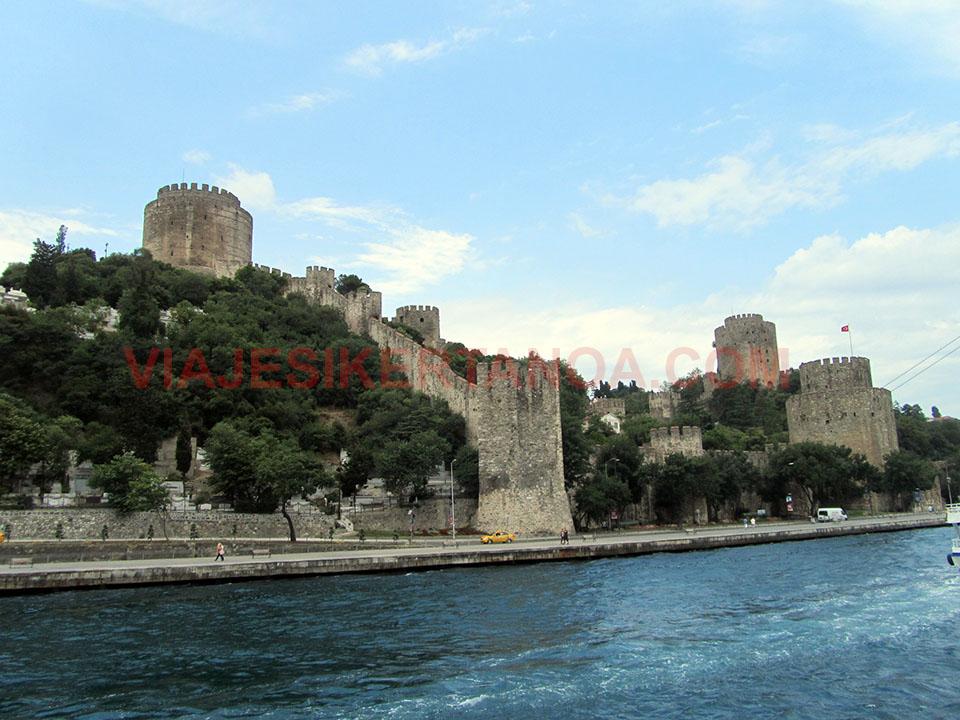 Paseo en barco por el Bósforo en Estambul