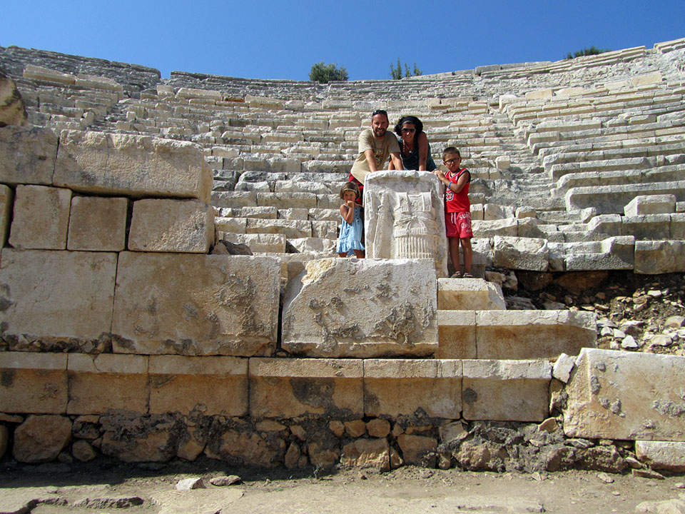 Piedra tallada con gladiadores en las ruinas de Patara, Turquía.