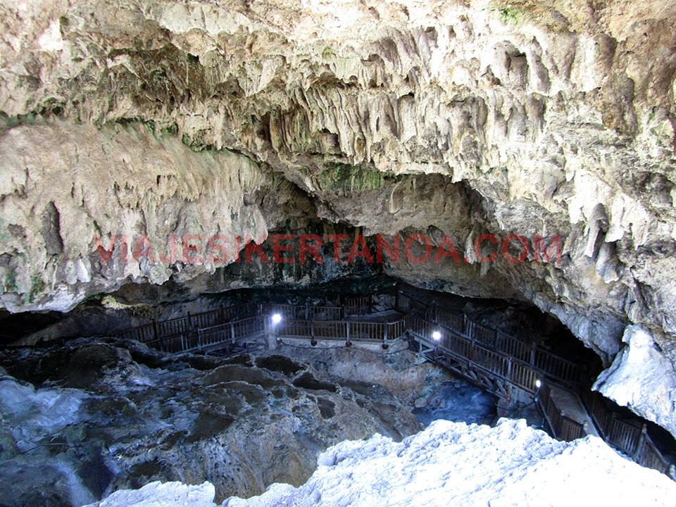 Vista desde arriba de la cueva de Kaklik en Turquía