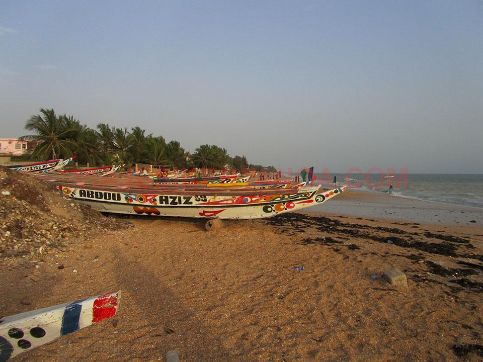 Barcos de pesca en Saly Niakh Niakhal, Senegal.