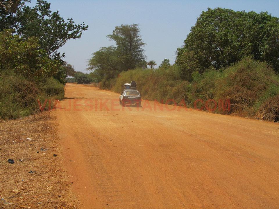 Carretera hasta Palmarin en Senegal.