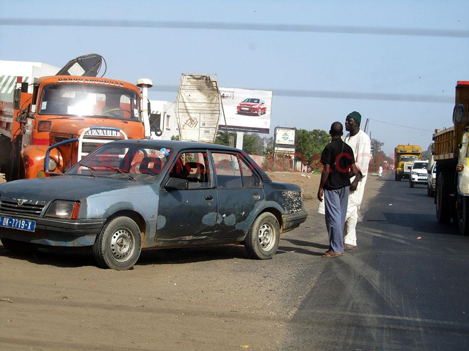 Charlando de camino a Saly Niakh Niakhal en Senegal
