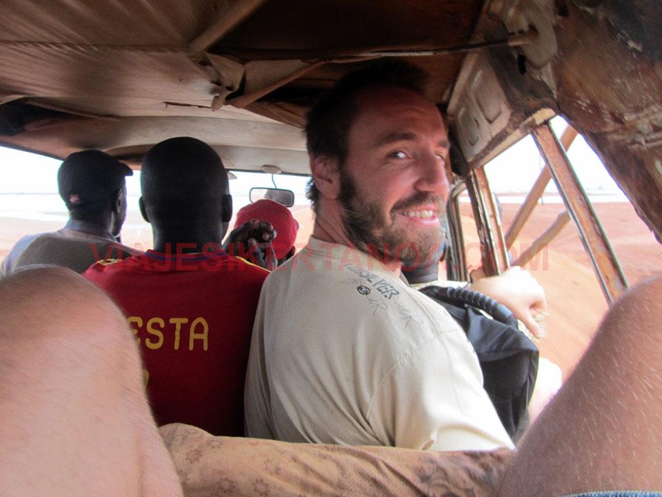 Viajando en un sept place hasta Joal - Fadiouth en Senegal