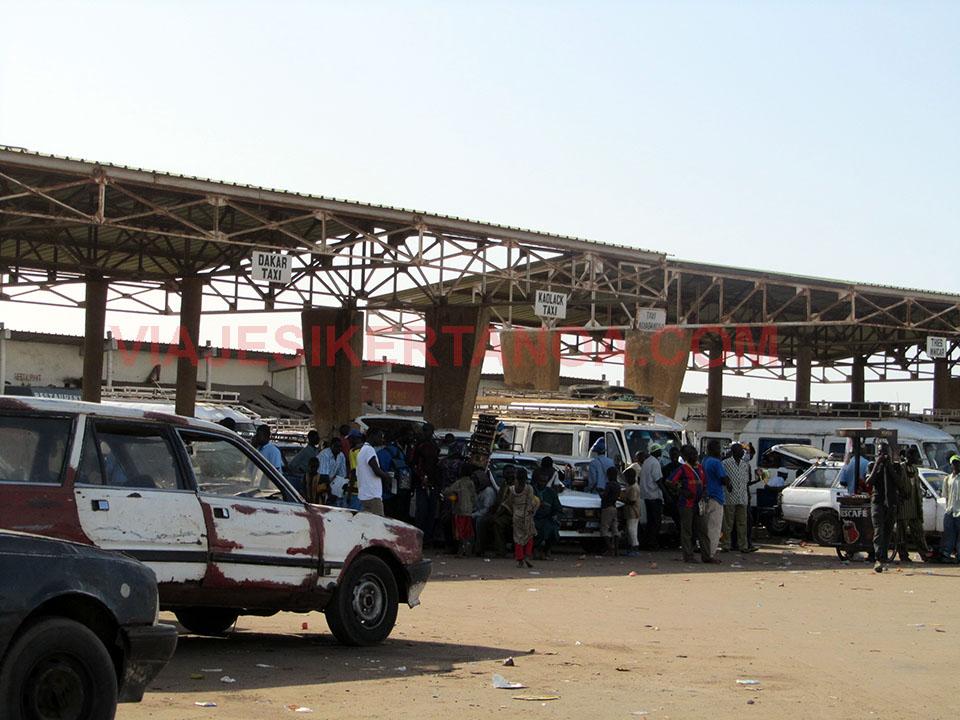 Gare routiere de Mbour en Senegal