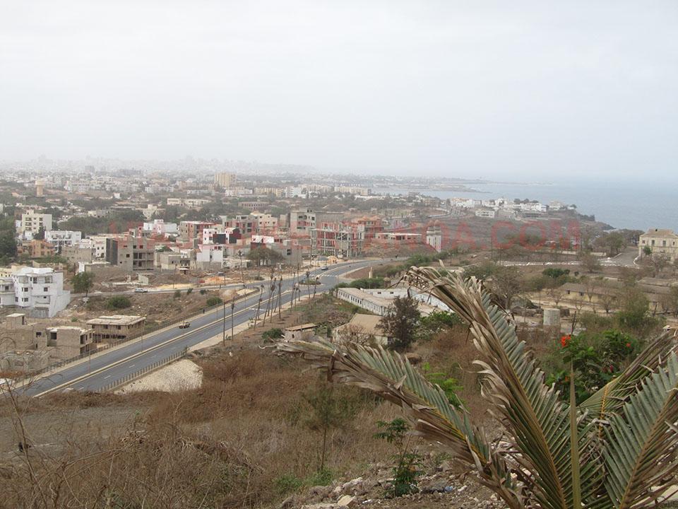 La ciudad de Dakar desde las colinas de Les Mamelles en Senegal