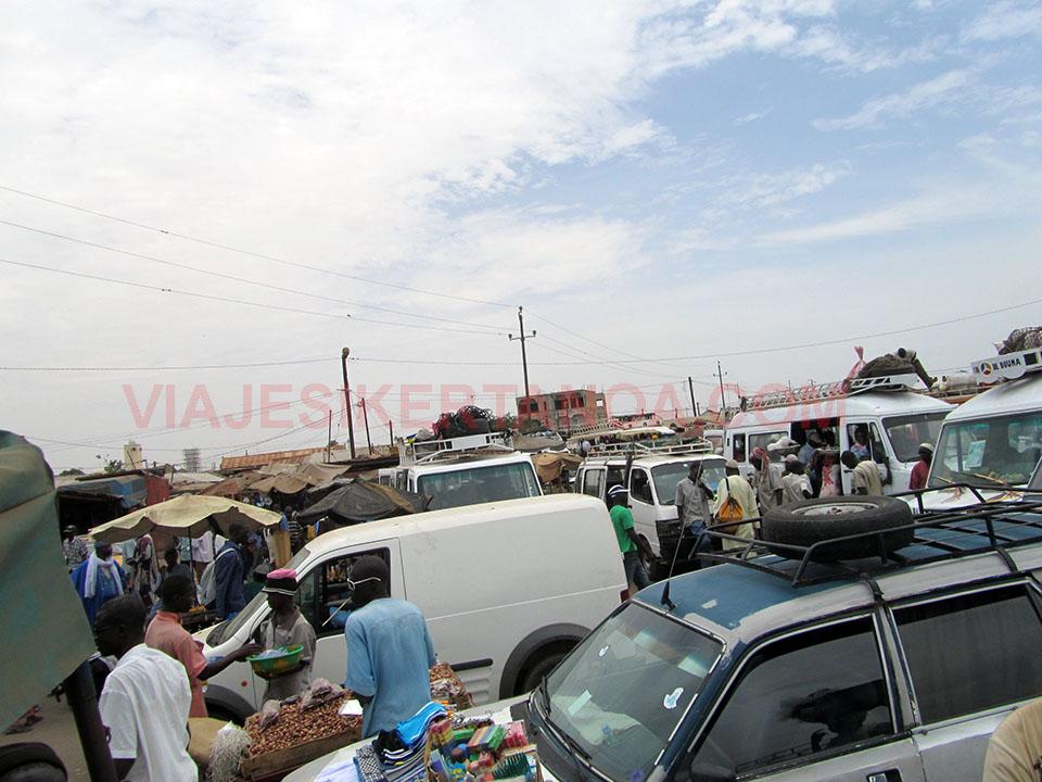 La gare routiere de Kaolack en Senegal.