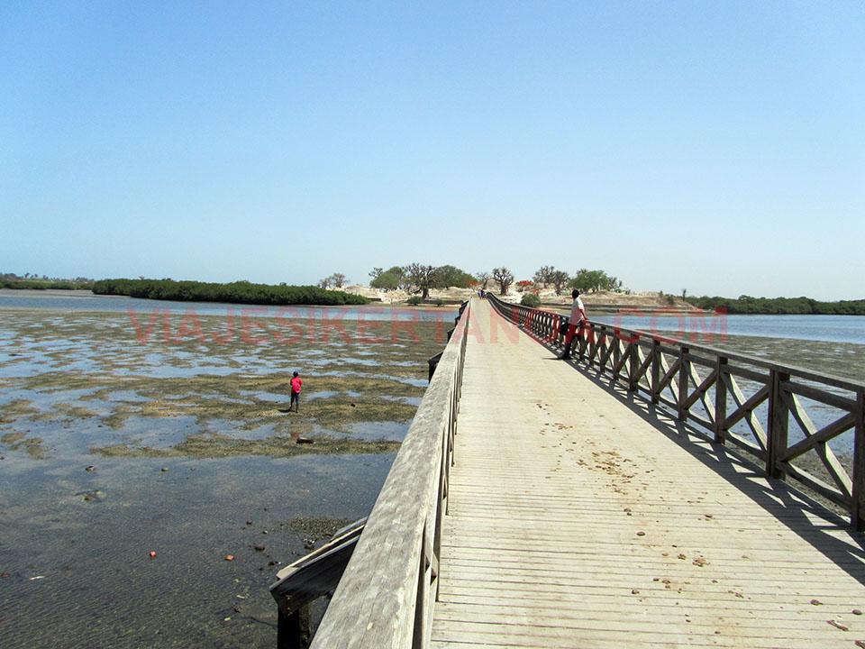 Puente que une Joal con Fadiouth en Senegal.