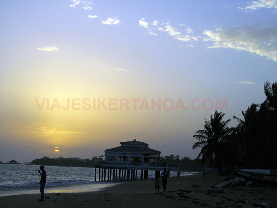 Puesta de sol en Saly Niakh Niakhal, Senegal.
