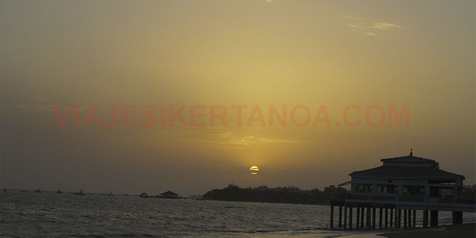 Puesta de sol en Saly Niakh Niakhal en Senegal