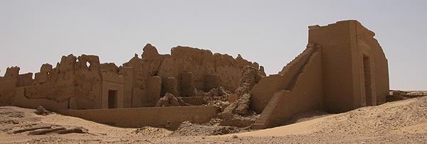 Vista general de la fortaleza y templo de Dush