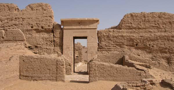 Vista de la entrada al templo