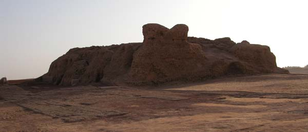 Vista general de una mastaba de Qila el Dabba