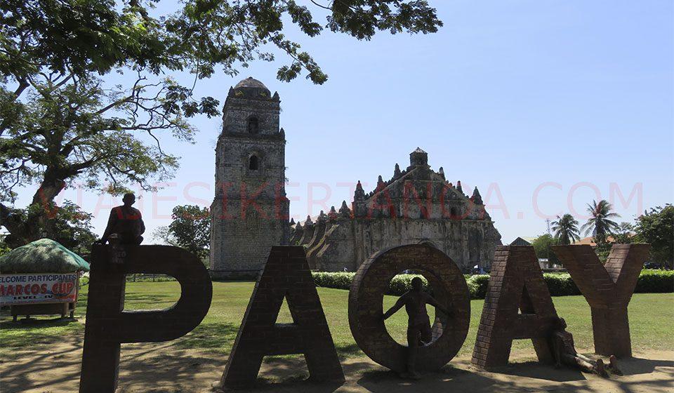 Iglesia de Paoay al sur de Laoag en Filipinas